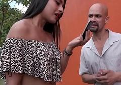 Evelliny Moura comendo o cu de caipira na primeira vez na cidade grande