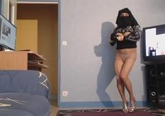 musulmane en voile uninjured montre ses gros nichons