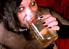Void urine Drinking 1m