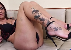 Inviting Fernanda Cristina plays more will not hear of downcast tatted hands